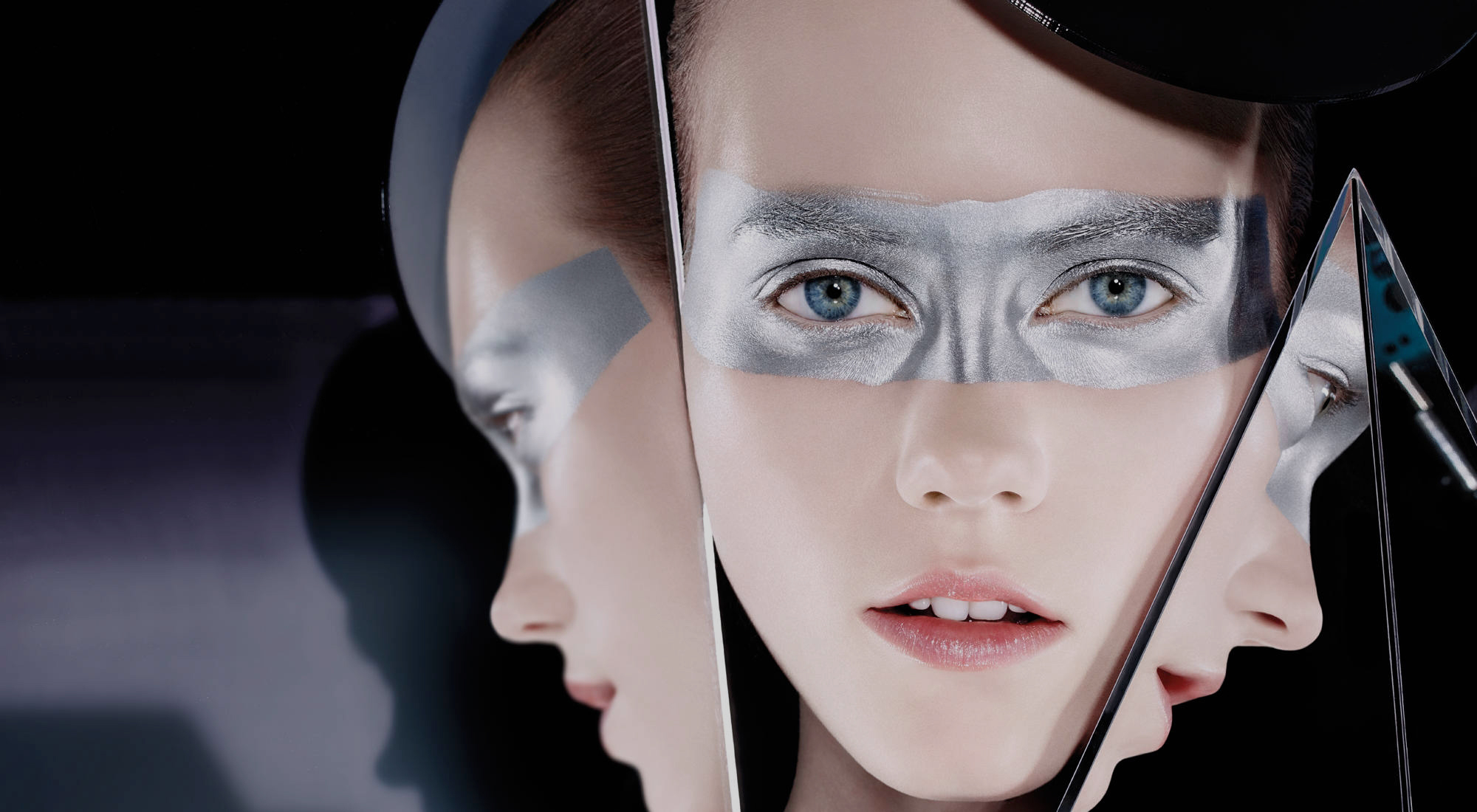 CHRISTIAN DIOR 'THE ART OF COLOR' BEAUTY BOOK