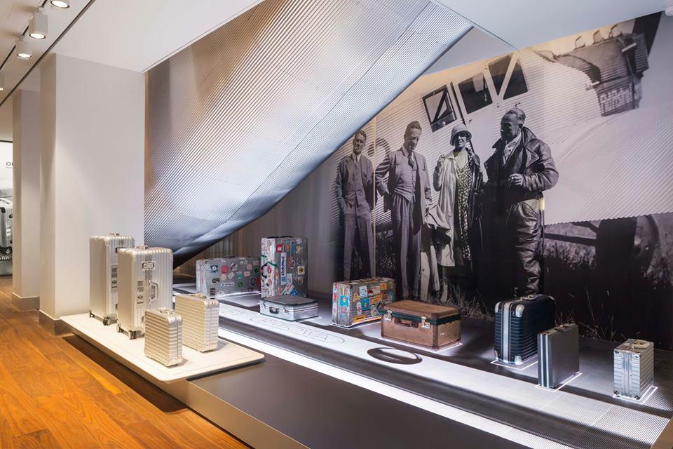 rimowa flagship store in paris les fa ons. Black Bedroom Furniture Sets. Home Design Ideas