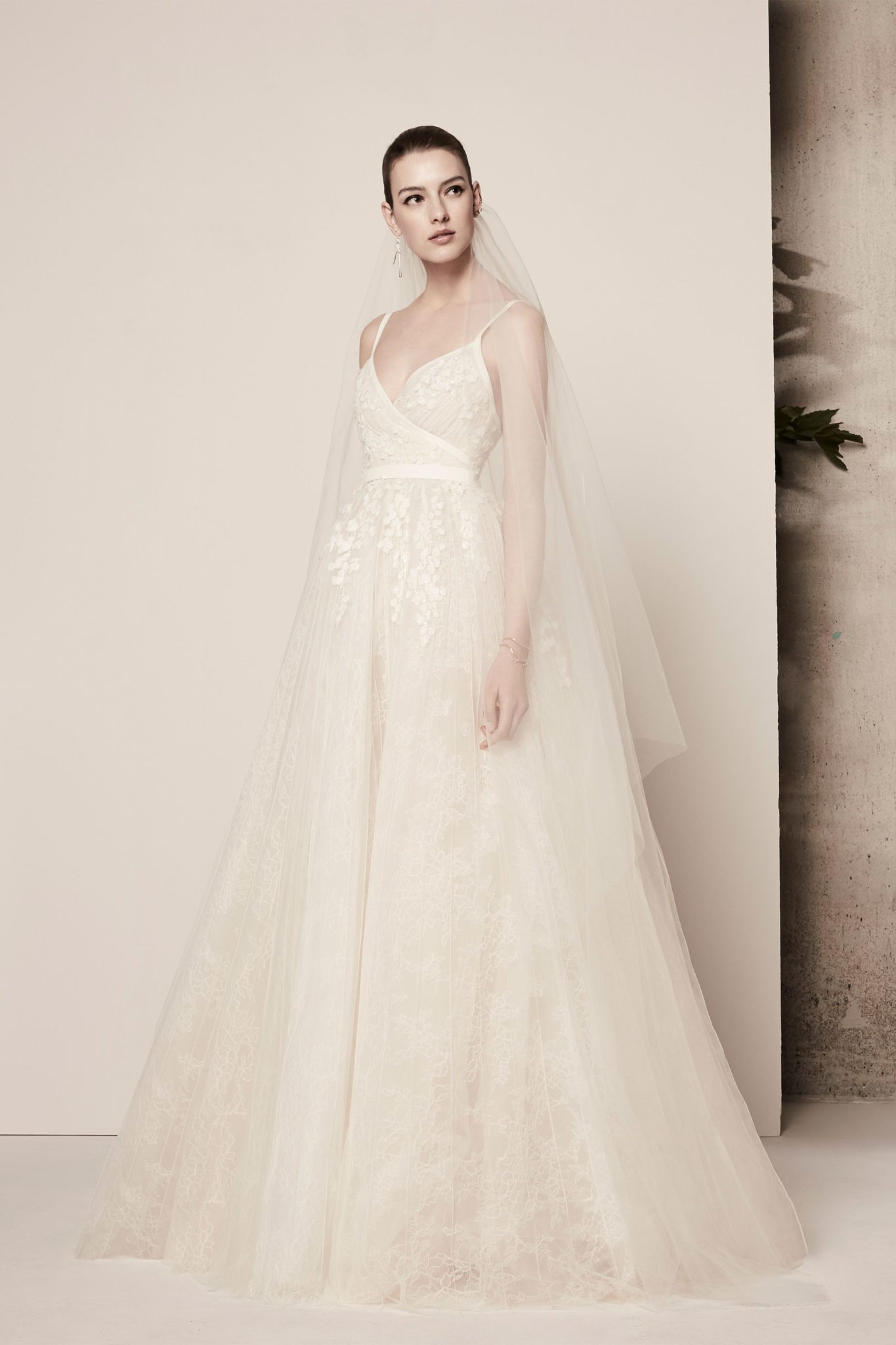 Elie Saab Spring 2018 Bridal Collection Les Fa 199 Ons