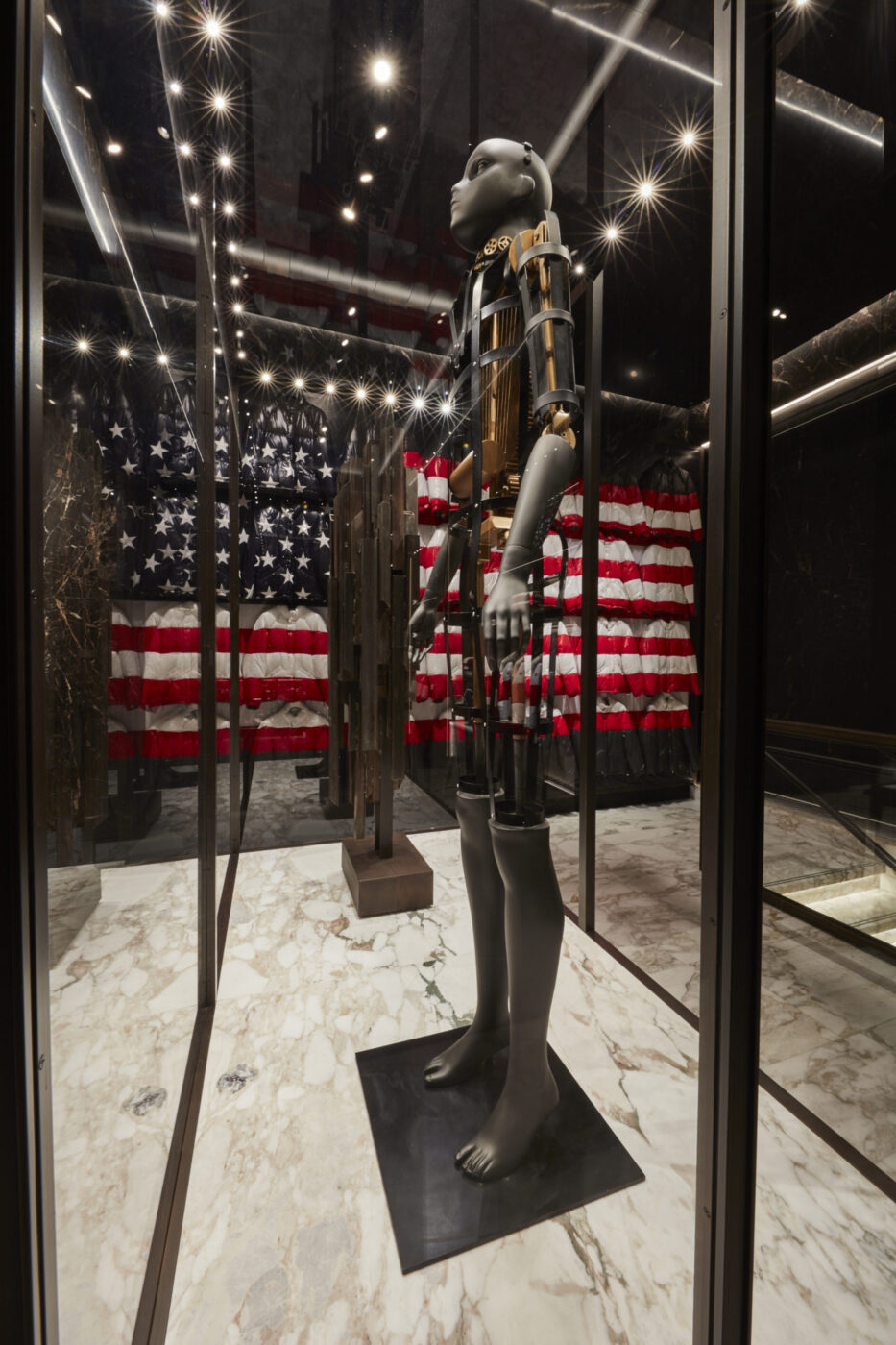 the latest 53b41 cbf9f Moncler First American Flagship Store in New York | LES FAÇONS