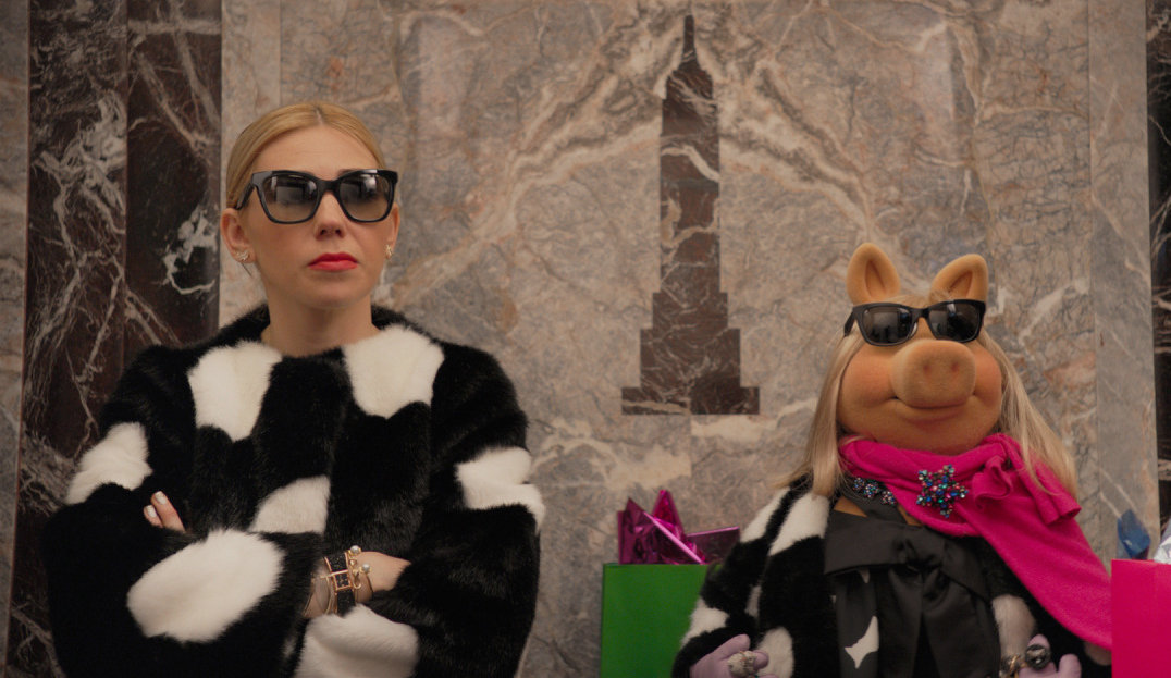 KATE SPADE 'MISS ADVENTURE' HOLIDAY FILM WITH ZOSIA MAMET & MISS PIGGY
