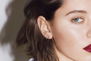 BURBERRY BEAUTY LIQUID LIP VELVET COLOUR AD CAMPAIGN FEATURING IRIS LAW